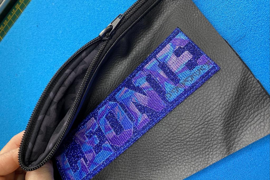 Tasche mit Schriftzug