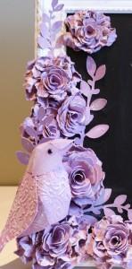 Kleiner Vogel im Blumenmeer