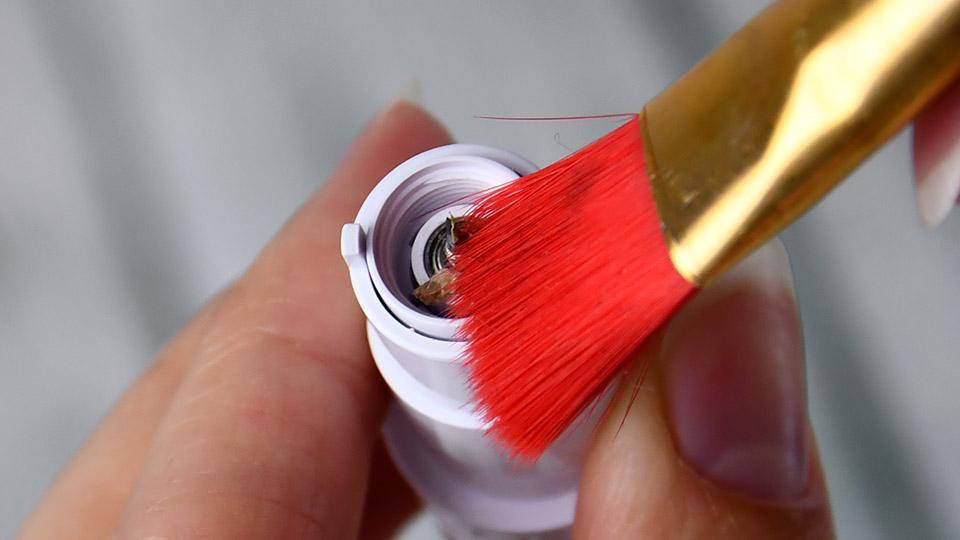 Silhouette Messer reinigen - lose Materialreste entfernen