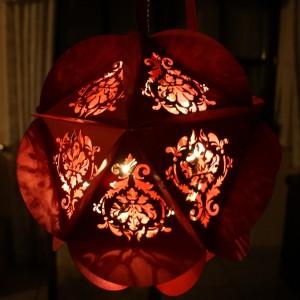 Weihnachtskugel mit Beleuchtung
