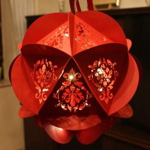 Weihnachtskugel mit etwas mehr Licht
