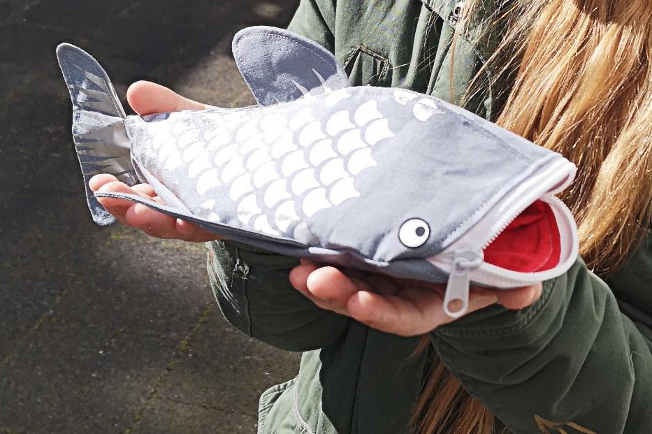 Fertig genähter Fisch mit geplottetem Muster