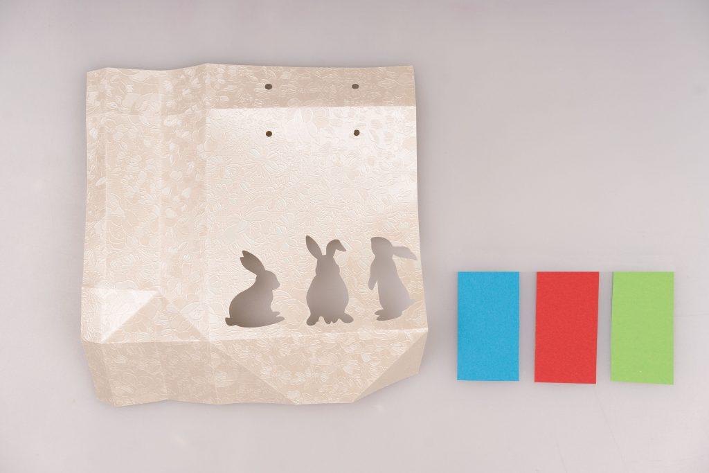 Farbiges Papier einsetzen