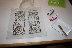 Siebdruck selbst gemacht mit wiederholenden Mustern