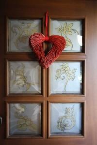 Tür mit Glasdekorfolie auf den Fenstern von außen