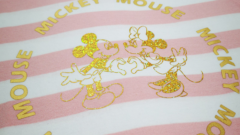 Diese beiden dürfen natürlich nicht fehlen! In den vorinstallierten Designs des DX2200D finden Sie auch Motive von Mickey und Minnie Maus.