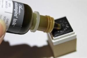 Stempel der Silhouette Mint NAchfülltinte wird aufgetragen