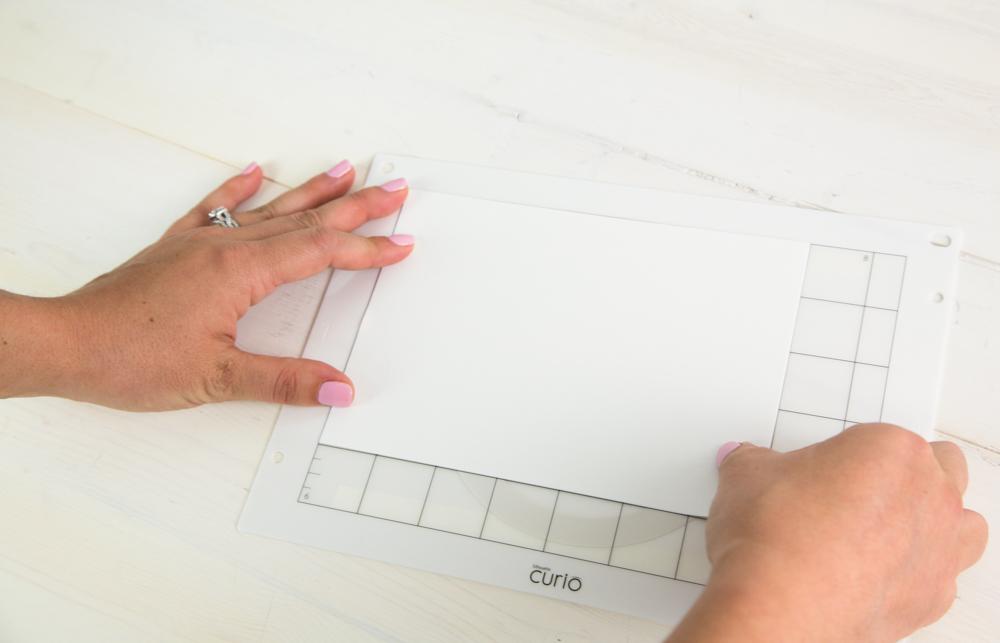 An dem eingezeichneten Raster können Sie Ihr Material ausrichten.