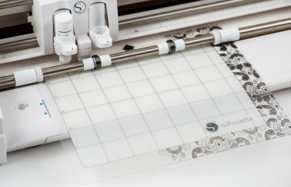 Ist Ihr Hobbyplotter mit dem Auftrag fertig, können Sie Ihre Schneidematte wieder entfernen.