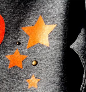 Detailansicht der orangen Sterne aus Neon-Flex Folie