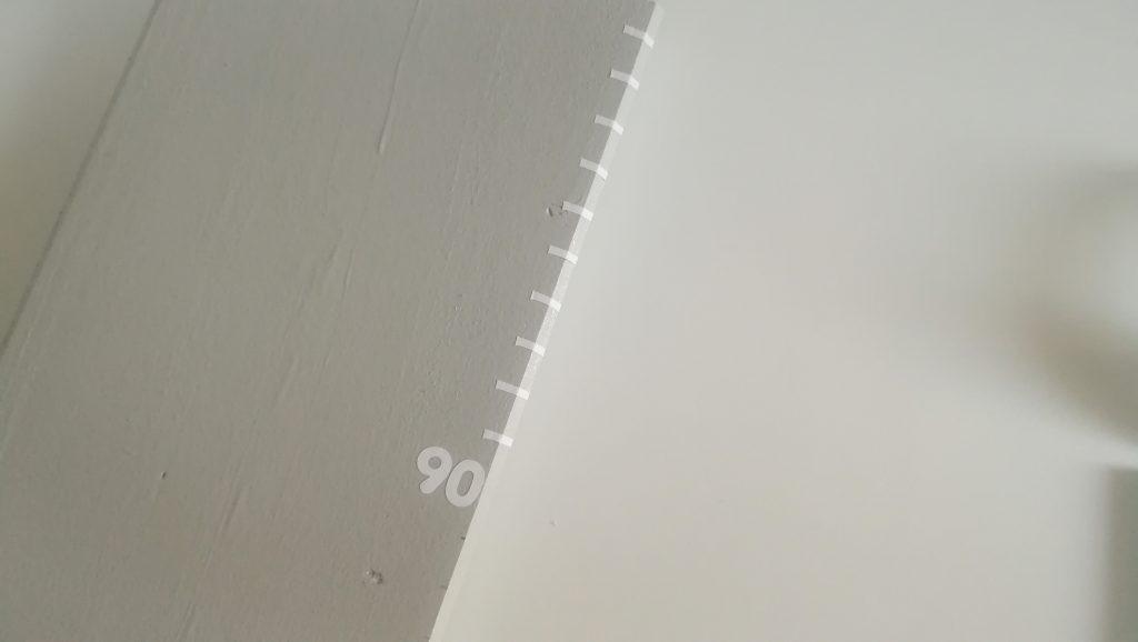 Balken und Zahlen auf Messleiste kleben