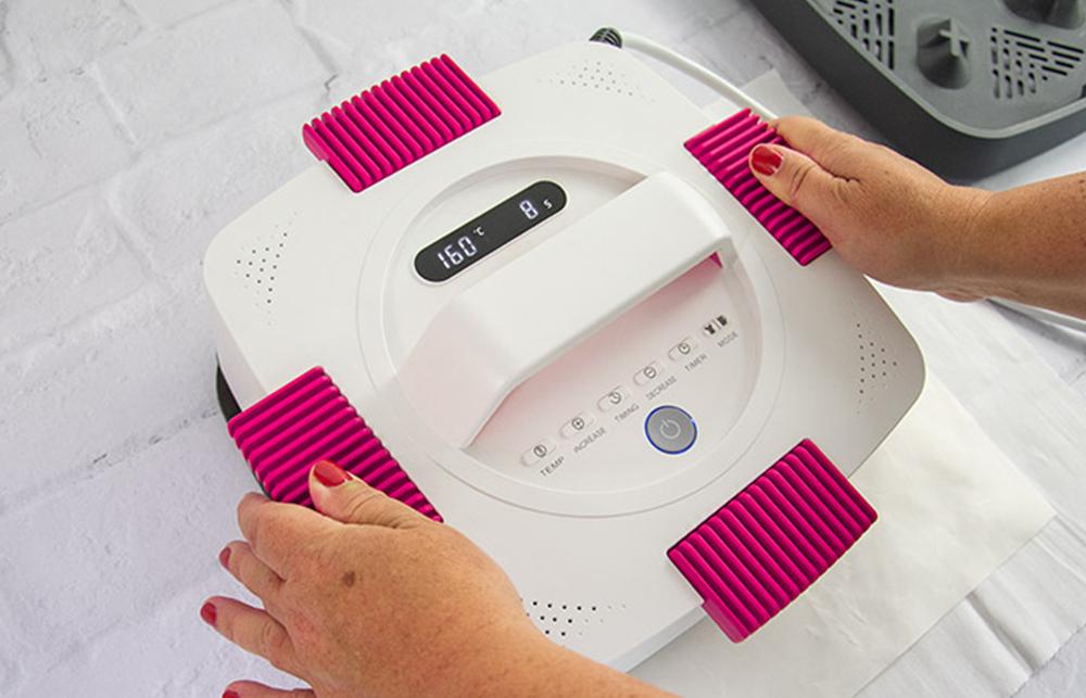 Verwenden Sie die Temperatur Angaben Ihrer verwendeten Textilfolie und pressen Sie diese auf Ihr Textil.