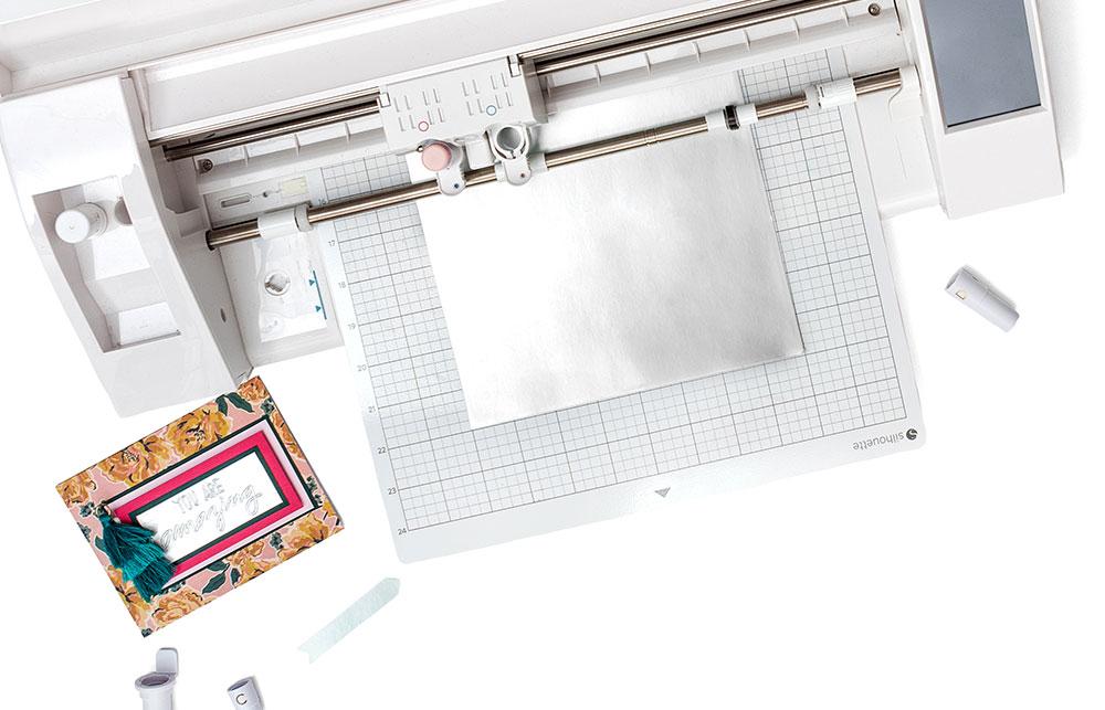 Lassen Sie Ihre Designs automatisch mit Ihrem Schneideplotter umsetzen. Die passenden Adapter für Ihren Plotter gibt es im Bevel Quill Starterset oder separat zu kaufen.