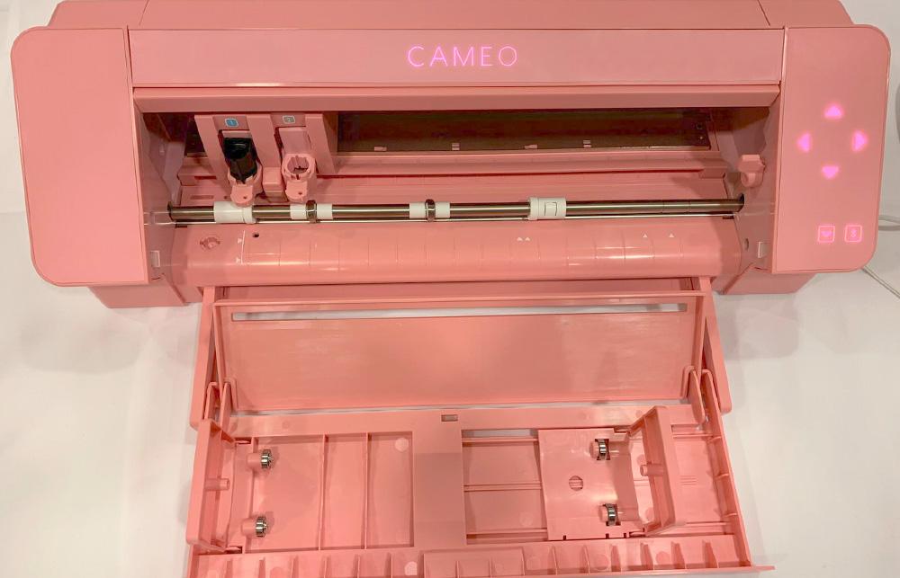 Neben dem Gehäuse ist auch das Touch-Display in Pink zu sehen!