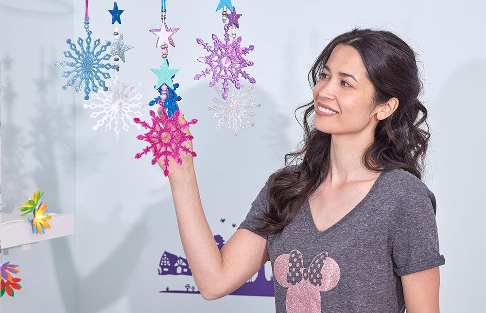 Viele der kostenlosen Designs können universell verwendet werden. Ob als Zeichnung, ausgeschnittene Schneeflocken oder als Design für Ihr Shirt.