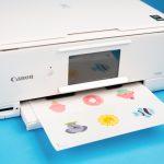 Mit einem Tintenstrahldrucker drucken Sie Ihre Designs aus.