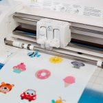 Ihr Hobbyplotter hilft Ihnen bei den DIY 3D Aufklebern und schneidet diese zu.