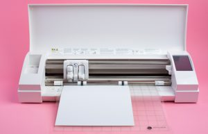 Ihr Hobbyplotter hilft Ihnen Ihre Designs zu schneiden. Materialien und Ideen entscheiden Sie.