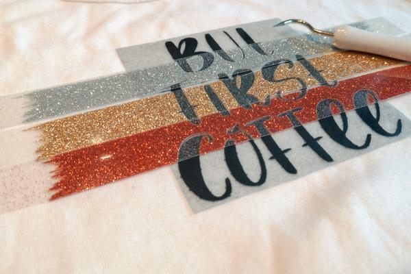 Schriftzug But first coffee entgittert