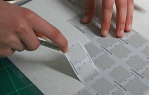 Die mit dem Hobbyplotter CraftROBO Pro produzierten Schnitte ablösen
