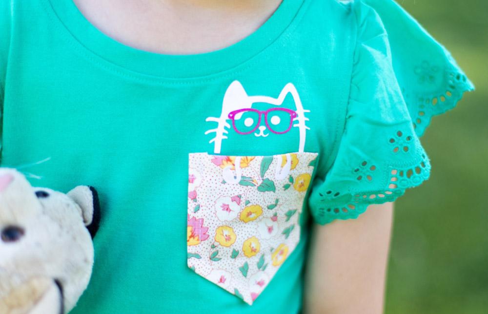 Schneiden Sie Motive und Designs aus Aufbügelfolie aus. Diese können Sie später auf Ihre Textilien pressen.