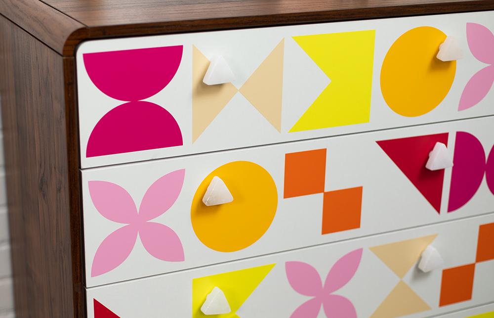 Individuelle Aufkleber selber machen. Verschönern Sie Ihr Zuhause mit eigenen Designs. Vom Wandtattoo bis hin zur Auto Aufkleber.