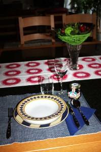 Gedeck mit selbst gemachter Tischkarte