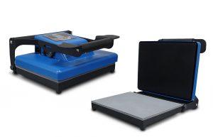 Die Hobbysqueezy V2 hat eine Arbeitsfläche von 22 x 30 cm und kann Material mit einer Dicke von bis zu 1 cm pressen.