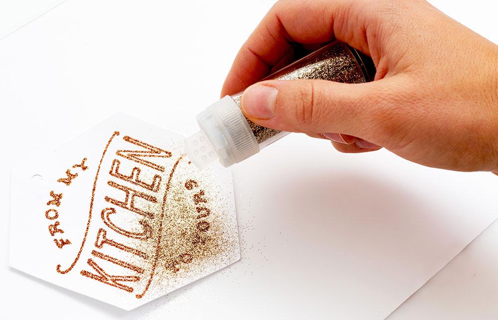 So bringen Sie Ihre Designs zum strahlen – der Glue Quill kann für verschiedene Projekte verwenden werden.