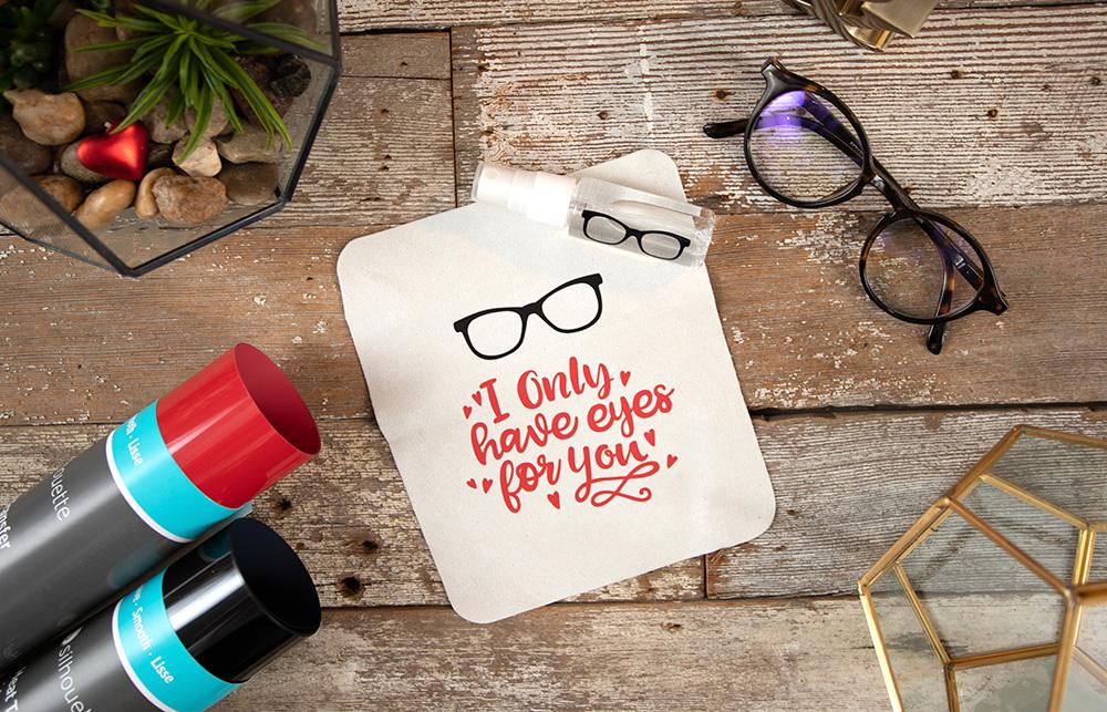 Mit Bügel- oder Vinylfolie können Sie, nach dem weiterverarbeiten mit Ihrem Schneideplotter, verschiedene Designs auf Gegenstände aufbringen. Ideal für Geschenke!