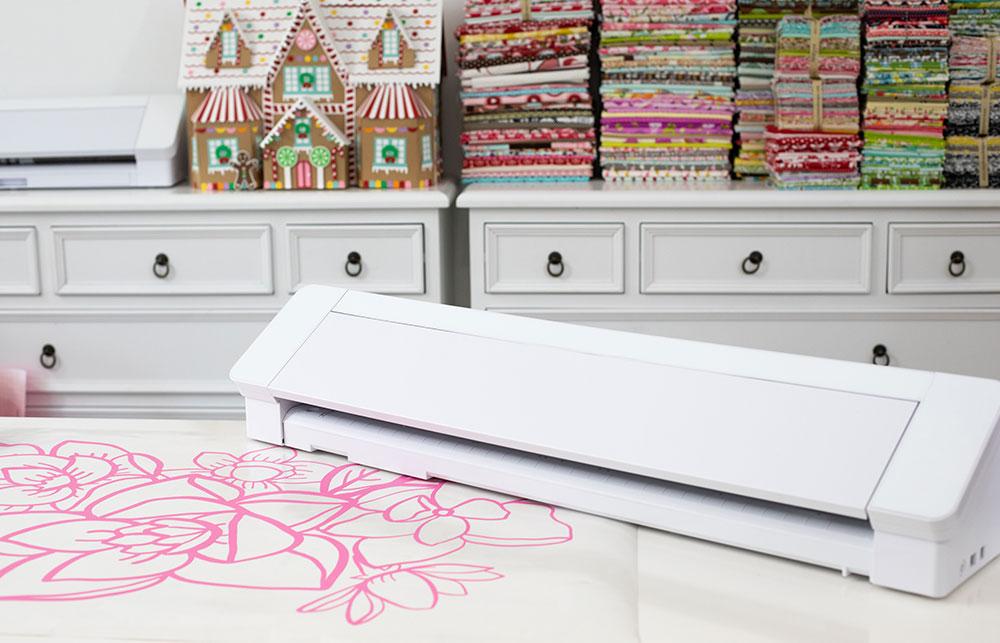 Mit der SILHOUETTE CAMEO 4 PRO können sie bis zu 61cm breites Material verarbeiten. Beste Voraussetzungen für den Einstieg in die Werbetechnik.