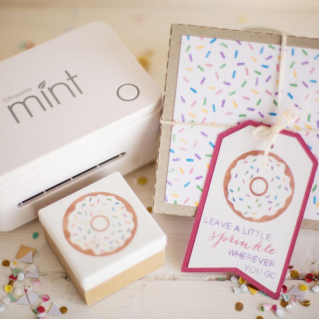 """Mit dem Stempelsystem """"Mint"""" von Silhouette können Sie Ihre eigenen Stempel schnell selber erstellen."""